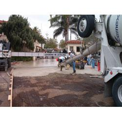 CEMEX produced concrete that achieved 450 psi flexural (3.1 MPa) strength in 3 1/2 hours. The pavement was opened to truck traffic four hours after concrete placement. The project was completed in one day and minimized the closure of the entrance to Fairplex. Thanks to CEMEX and the project team, the Los Angeles County Fair facility was back in business.