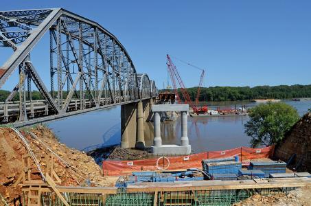 New Champ Clark Bridge between Missouri and Illinois