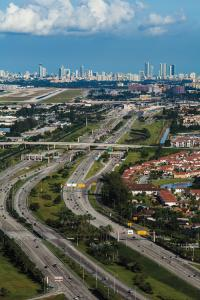 The U.S. DOT estimates that connected vehicles could reduce highway deaths by 76%.Pictured are I-95 Express lanes near Miami.