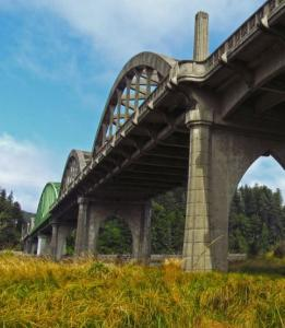 The Umpqua River Bridge in Oregon was kept in service while structure strengthening occurred in several locations.