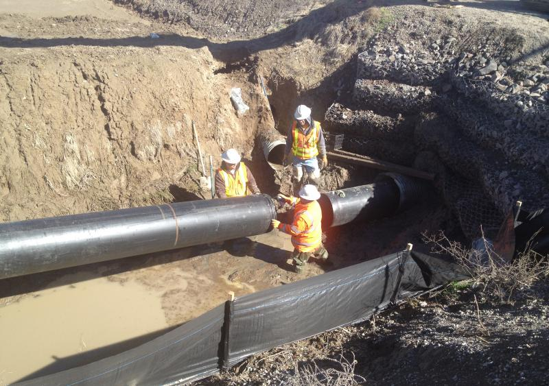 Snap-Tite system uses HDPE pipe to slip line existing CMP