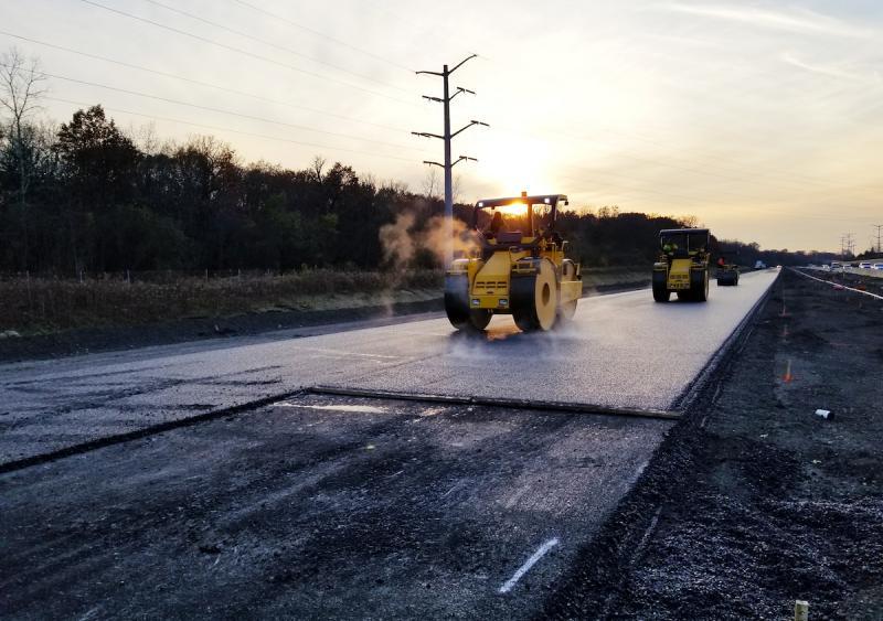 Illinois Tollway asphalt paving