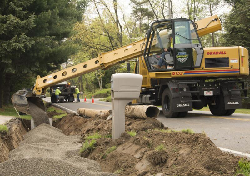 Gradall's Discovery Series crossover excavators