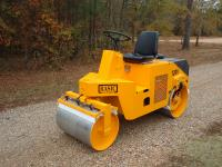 The Basic Model 120V is a 1- to 2-ton split-front-drum vibratory roller