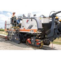 The Wirtgen KMA 220 builds on the success of its predecessor, the KMA 200, by adding a third axle to enhance the roadability of this popular portable cold-mix plant.