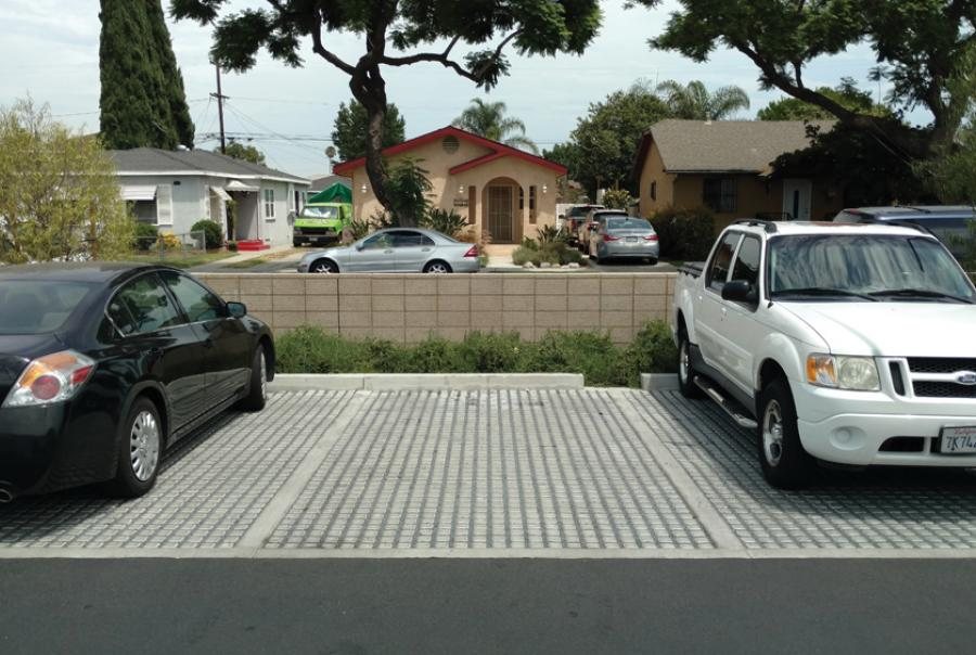 Grass Parking Lot Eliminates Runoff at California Library