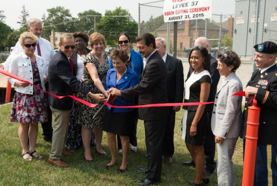 Metropolitan Water Reclamation District of Greater Chicago Levee 37