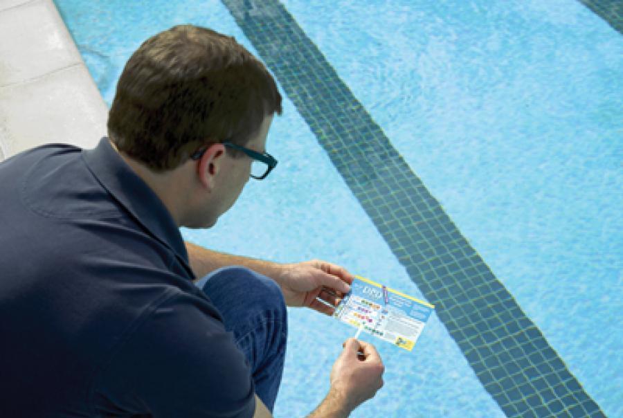 chlorine water testing in swimming pools