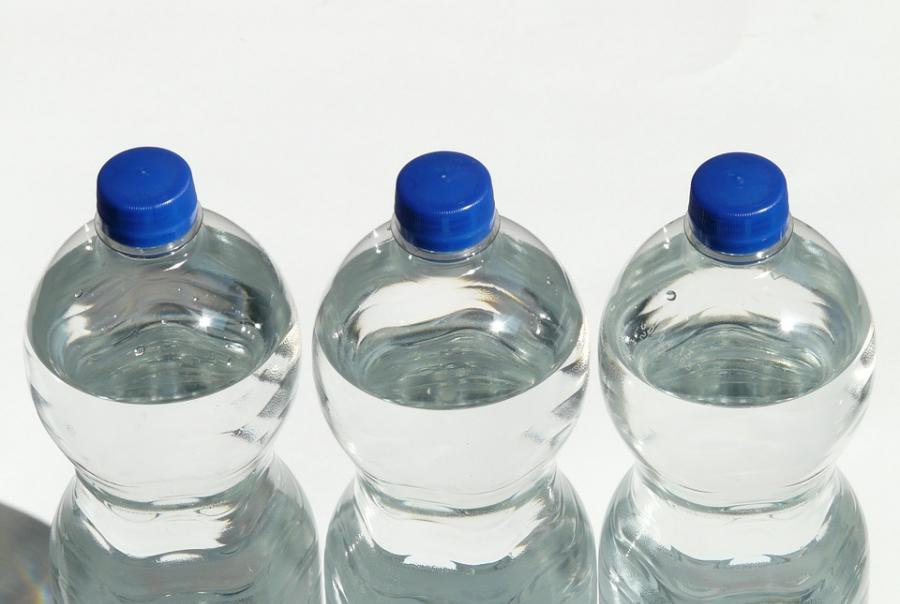 Bottled water and microplastic contamination