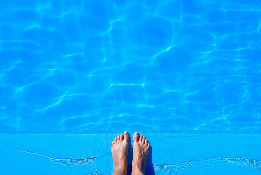 Survey links diarrheal outbreaks to swimming pool water