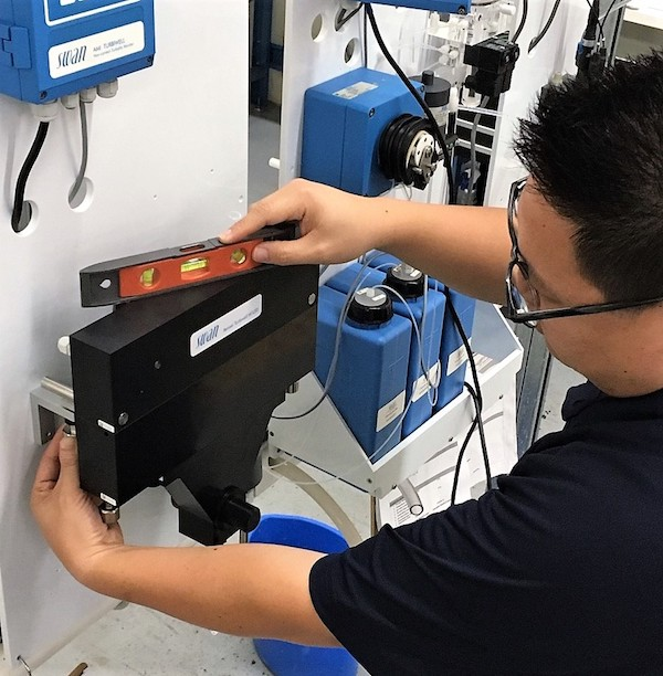 Ensure the sensor flow cell is level.