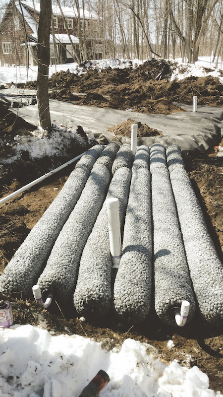 Minnesota regulations reguire a minimum separation of 3 ft between a conventional system drainfield and the water table.