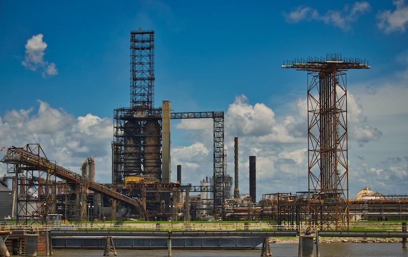 Iranian oil refinery promotes environmentally sound practices