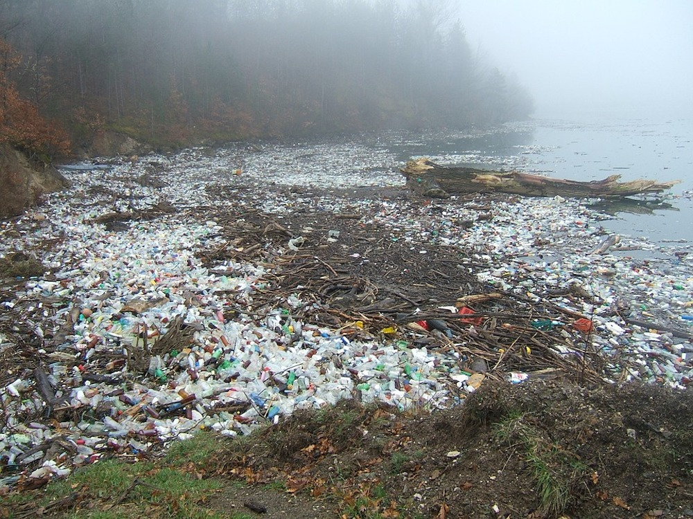 Researchers develop wastewater pollution removal method reusing plastic