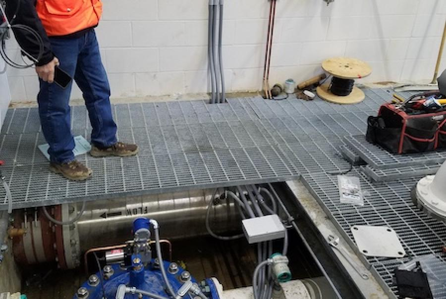 Hybrid electronic & hydraulic valve control
