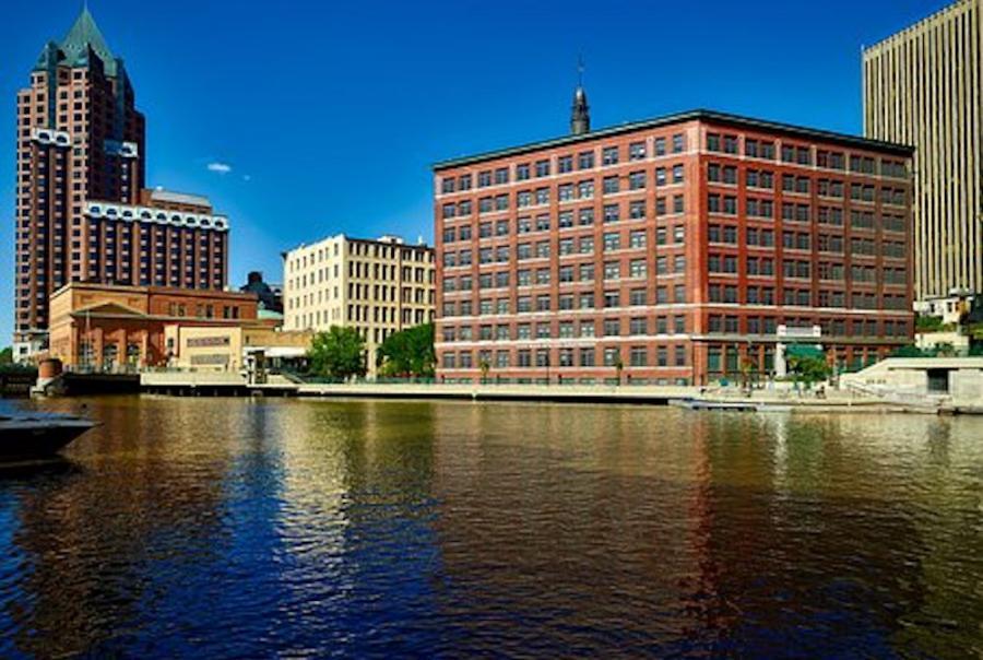 Milwaukee estuary awarded D+ water quality grade